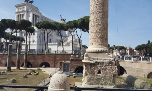 Columna de Trajano y Monumento Victor Manuel II,  viaje a Roma '17, Lenguas Clásicas, 1ºBachillerato.